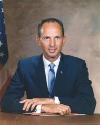 Astronaut Theodore Freeman dies in a plane crash