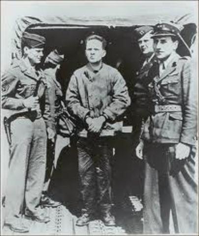 British troops arrest Rudolf Höss,