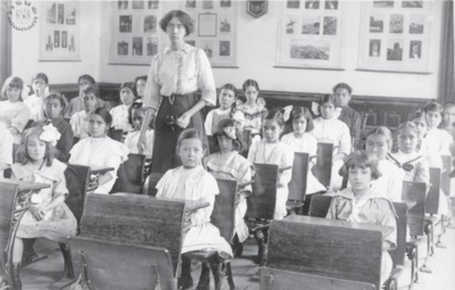 Se promulga la Ley Reglamentaria Educacional