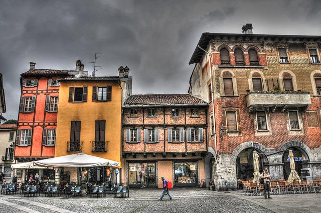 Volta retires to Como, Italy