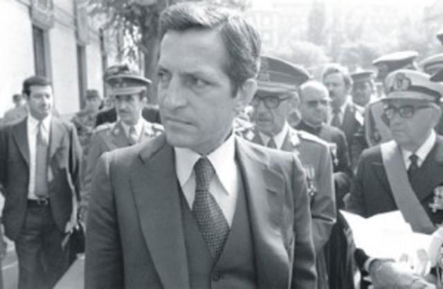 Adolfo Suárez dimite