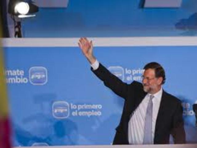 El PP con José María Aznar al frente gana las elecciones generales.