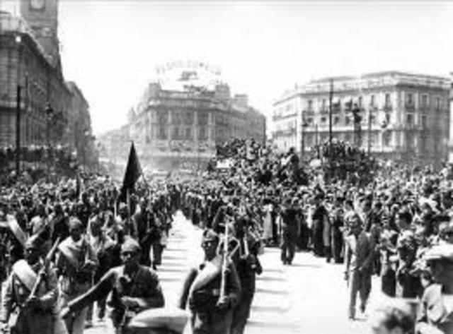 El general Francico Franco da un golpe de Estado y comienza la Guerra Civil española.