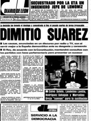 Adolfo Suárez dimite.
