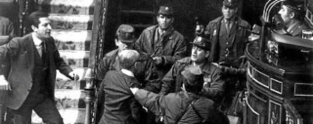 Un grupo de militares protagoniza un intento de golpe de Estado.