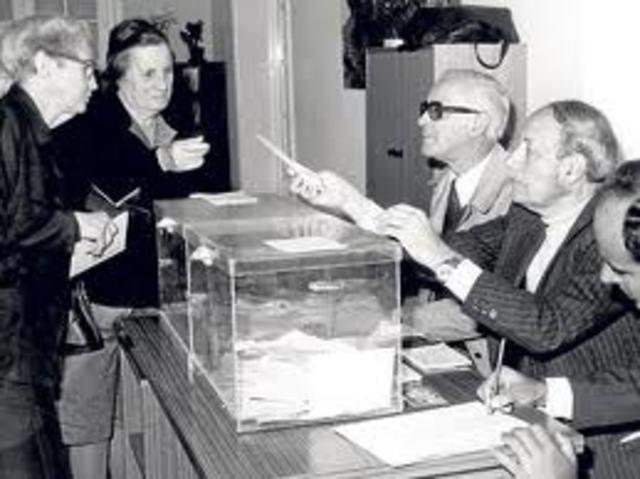 SE CELEBRAN LAS PRIMERAS ELECCIONES DEMOCRATICAS EN ESPAÑA DESDE 1936
