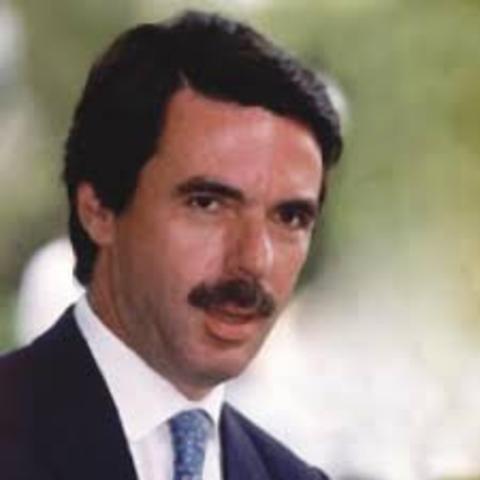 El PP, con José María Aznar al frente, gana las elecciones generales