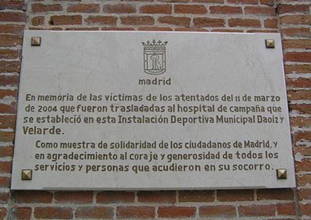 Un grupo terrorista islamista provoca un atentado en Madrid en el que mueren casi 200 personas