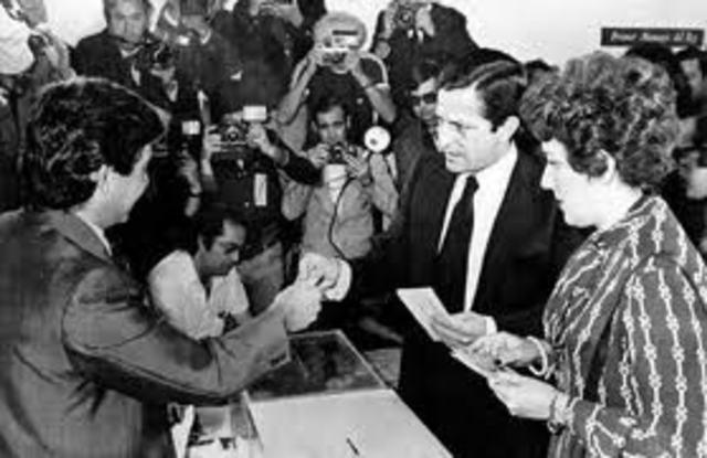 Se celebran las primeras elecciones democráticas en España desde 1936.