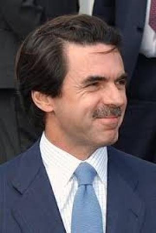 El PP, con José María Aznar al frente ,gana las elecciones generales.