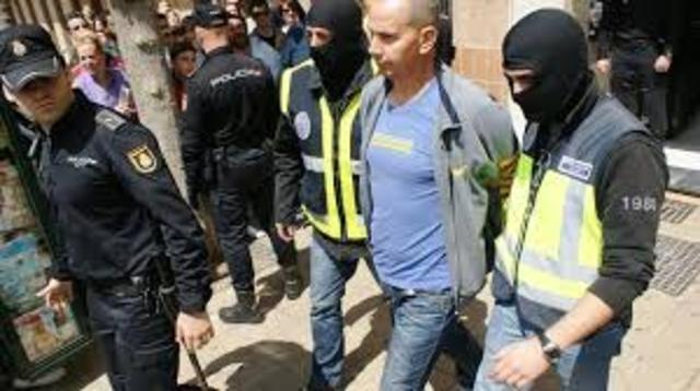 Un grupo de terrorista islamista provoca un atentado en Madrid en el que mueren casi 200 personas.