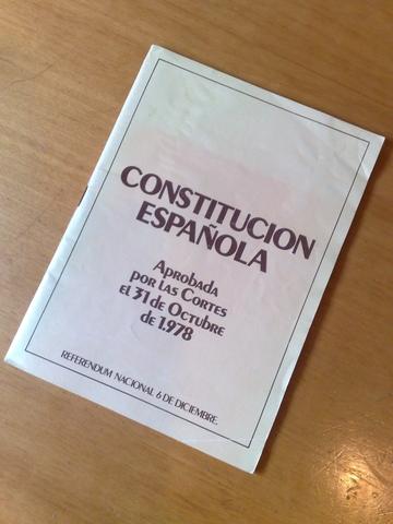 SE REDACTA Y SE APRUEBA EN REFERÉNDUM LA CONSTITUCIÓN ESPAÑOLA VIGENTE EN LA ACRUALIDAD