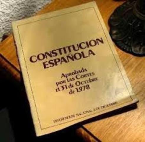SE REDACTA Y SE APRUBA EN REFERENDUM LA CONSTITUCION ESPAÑOLA VUGENTE EN LA ACTUALLIDAD