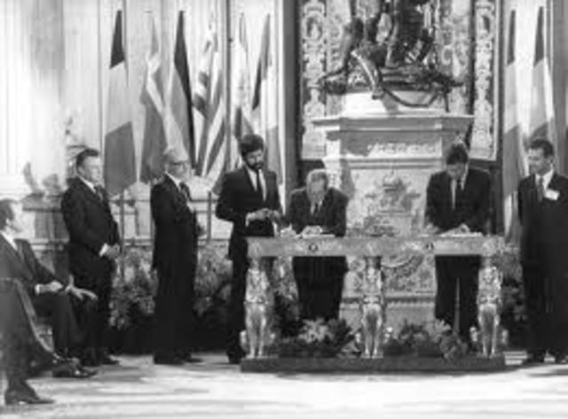 ESPAÑA INGRESA EN LA COMUNIDAD ECONOMICA EUROPEA.