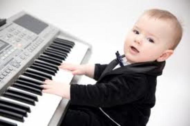 Va iniciar-se al piano amb només 2 anys