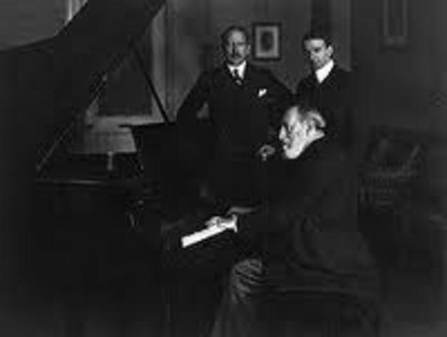 Va fer el seu primer debut com a pianista solista