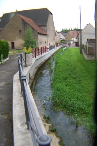 Ruisseau main courante fleurie