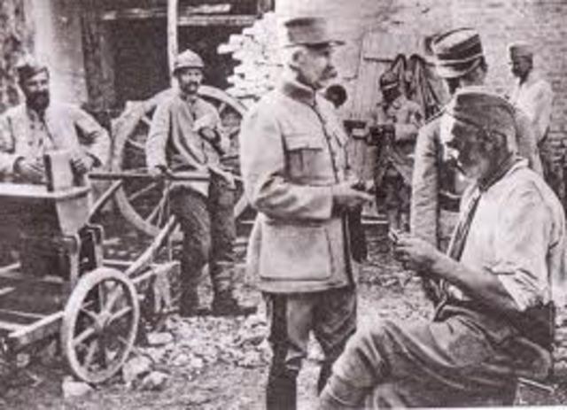 Nivelle remplace Joffre à la tête des armées françaises