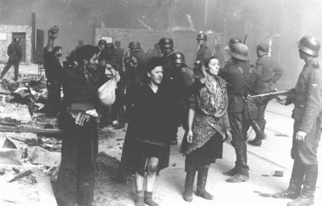 Le ghetto de Varsovie se soulève