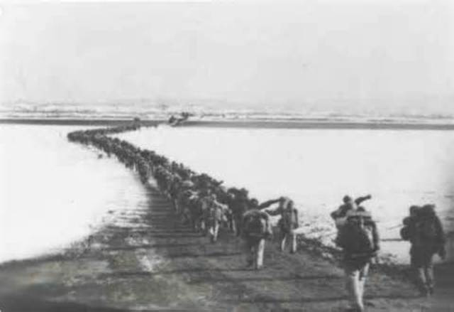 Chinese Secretly Cross the Yalu River