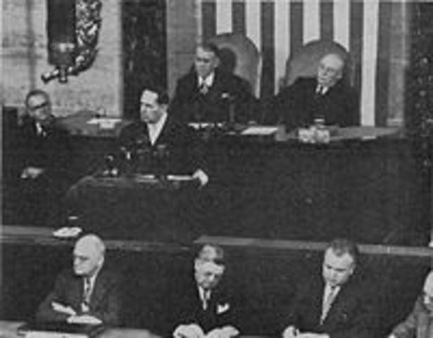MacArthur addresses Congress - Gets a Standing Ovation