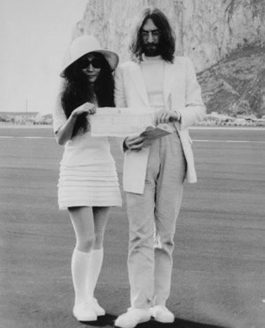 John y Joko se casan en Gibraltar