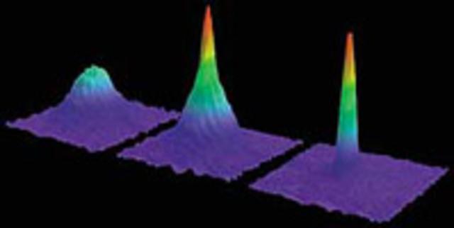 Se alcanza un nuevo estado de la materia por la condensación de miles de átomos (condensado Bose-Einstein)