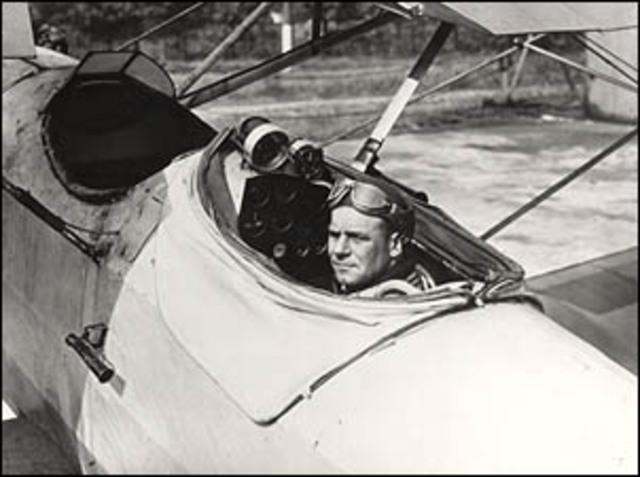 Jimmy Doolitle completes the flirst blind flight