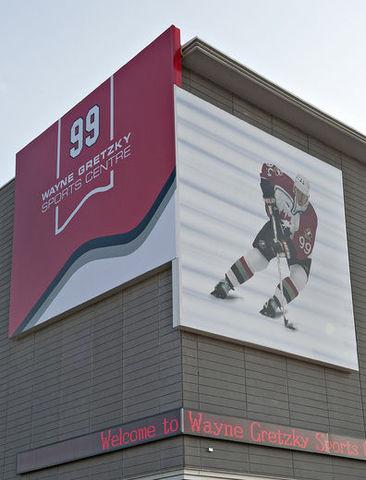 Wayne Douglas Gretzky is born in Brantford, Ontario