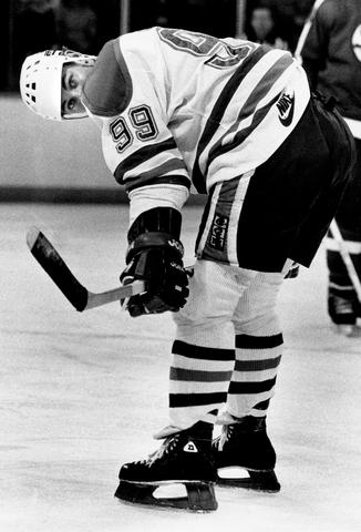 Gretzky scores 100 goals