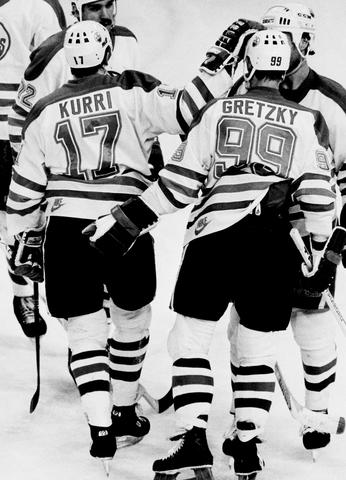 Gretzky dominates the league