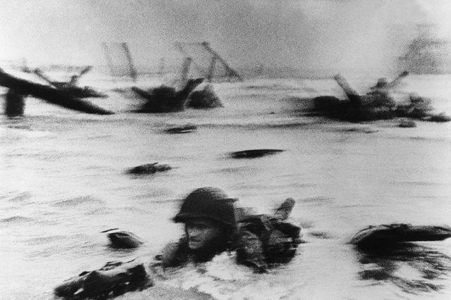 Robert Capa - D Day landing