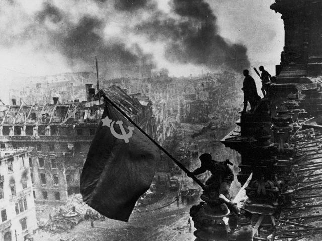 Evgueny Kaldhei - Reichstag (photo retouchée)