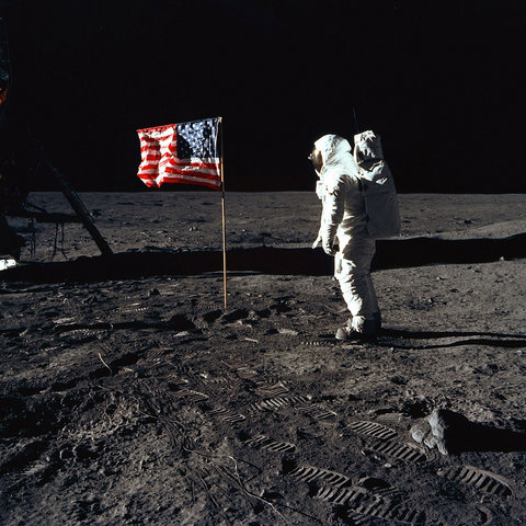 Neil Armstrong - Set up flag on the moon