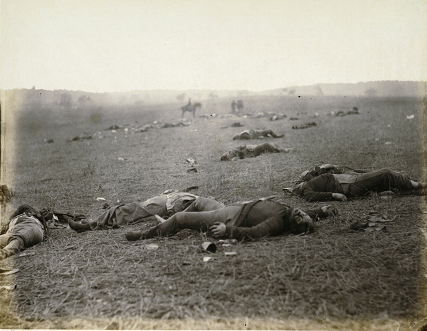 Timothy O'Sullivan - A Harvest of Death / Gettysburg - Pennsylvania
