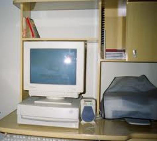 Mis padres me obsequian mi primer computador.