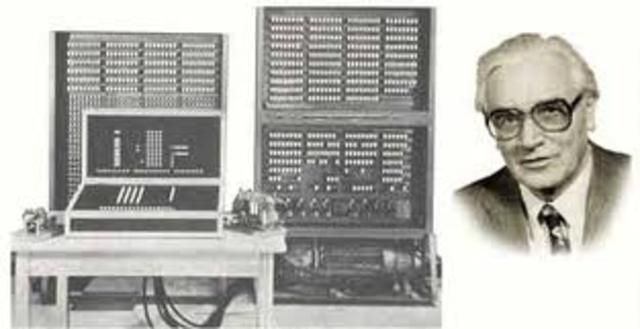 Primera computadora ELETRO-MECANICA