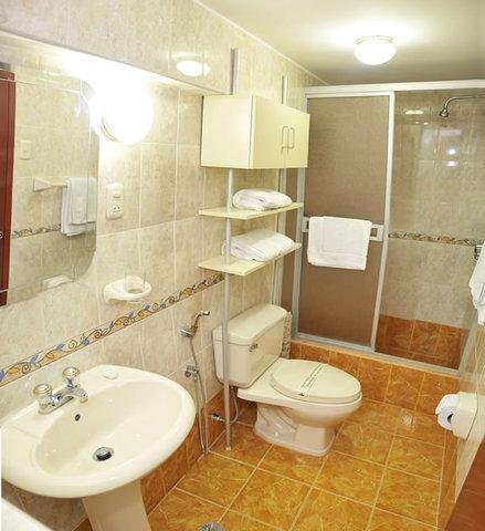 Se dan cuartos privados e higiénicos y los baños privados.