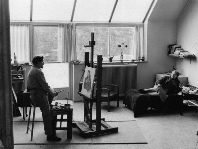 Rents a studio in Blackeberg