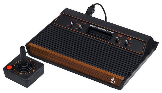 El Atari 2600 VCS (Video Computer System).