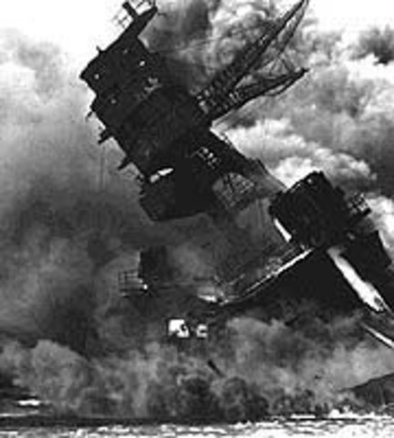 Japanese attack the US naval base in pearl harbor