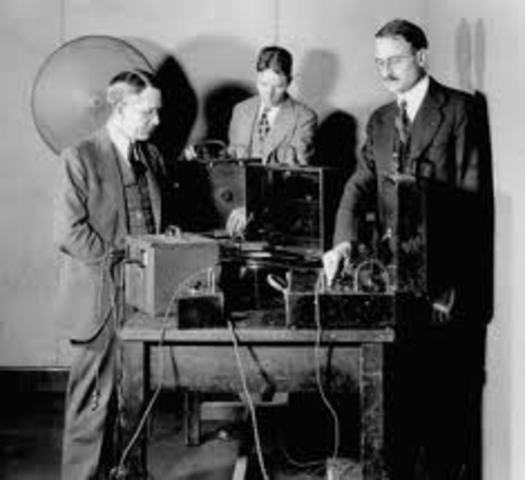 Bell Labs create binaural phonograph system