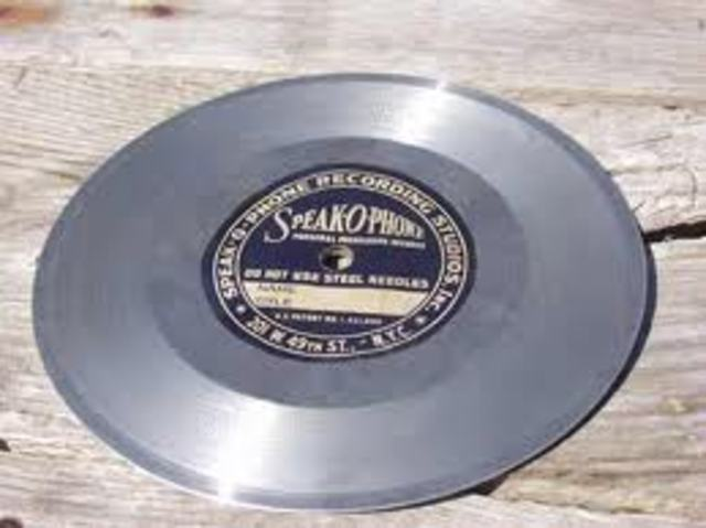 The first double-sided phonograph records are introduced