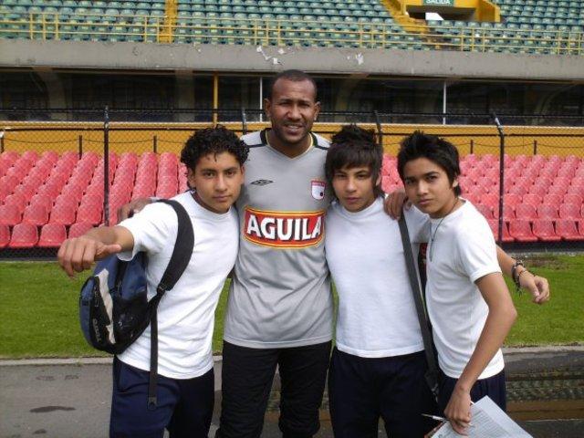 FOTOGRAFIA CON AGUSIN JULIO  EX ARQUERO DE SANTA FE Y SELECCION COLOMBIA