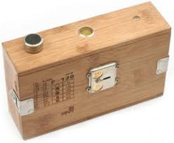 Giambattista della Porta invents the pinhole camera