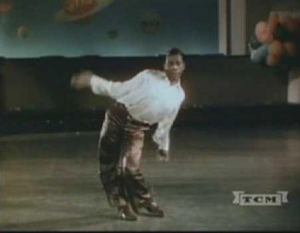 Snake hips optræder med tidelige breakdancemoves
