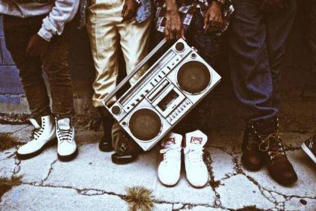 Første gang kulturen bliver referet til som hip hop, hvor det tideligere har været b-boy