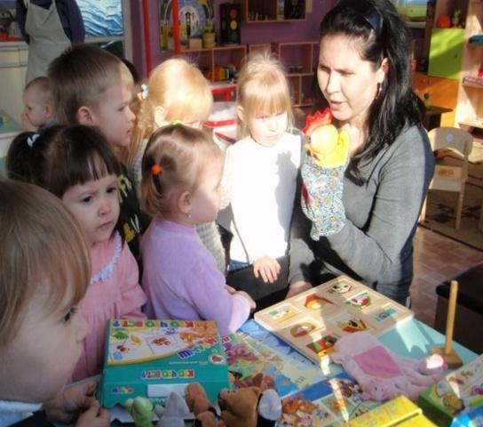 Воспитательно - образовательная работа с детьми строится в соответствии с годовыми задачами.