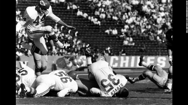 The first super bowl between the green bay packers and the knsas city chiefs