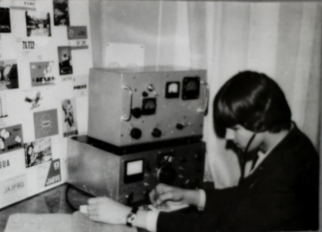 На занятиях кружка радиооператоров